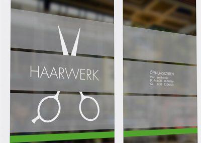 Logoentwicklung und Schaufenstergestaltung für das Haarwerk Celle